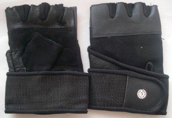 Спортни ръкавици с копче